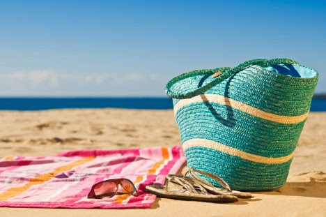 WHAT'S IN YOUR SUMMER BAG WHAT'S IN YOUR SUMMER BAG ESSENTIALS  SUNSCREEN SUNGLASSES SKINCARE BEAUTY fashion style hyderabad fashion blogger i dress for the applause naznin suhaer